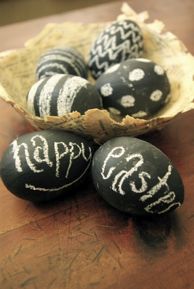 Easter Egg Decorating Ideas - Chalkboard Easter Eggs - Creative Egg Dye Tutorials and Tips - DIY Easter Egg Projects for Kids and Adults http://diyjoy.com/easter-egg-decorating-ideas