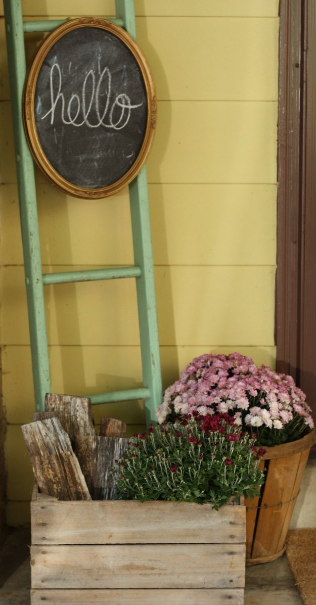 DIY Porch and Patio Ideas - Chalkboard and Vintage Ladder - Decor Projects and Furniture Tutorials You Can Build for the Outdoors -Swings, Bench, Cushions, Chairs, Daybeds and Pallet Signs