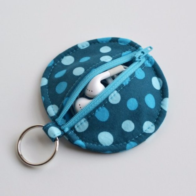Easy Sewing Projects to Sell - Circle Zip Earbud Pouch Tutorial - DIY Sewing Ideas for Your Craft Business. Make Money with these Simple Gift Ideas, Free Patterns, Products from Fabric Scraps, Cute Kids Tutorials http://diyjoy.com/sewing-crafts-to-make-and-sell
