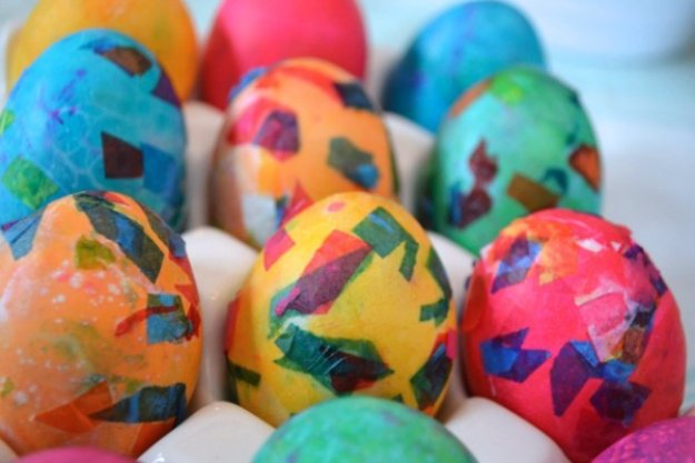 Easter Egg Decorating Ideas - Confetti Easter Egg Tutorial - Creative Egg Dye Tutorials and Tips - DIY Easter Egg Projects for Kids and Adults http://diyjoy.com/easter-egg-decorating-ideas