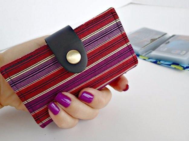 Easy Sewing Projects to Sell - Credit Card Wallet - DIY Sewing Ideas for Your Craft Business. Make Money with these Simple Gift Ideas, Free Patterns, Products from Fabric Scraps, Cute Kids Tutorials http://diyjoy.com/sewing-crafts-to-make-and-sell