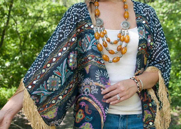 Easy Sewing Projects to Sell - DIY Fringed Kimono - DIY Sewing Ideas for Your Craft Business. Make Money with these Simple Gift Ideas, Free Patterns #sewing #crafts