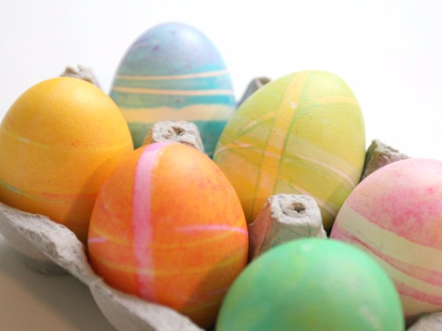 Easter Egg Decorating Ideas - DIY Holiday Dying Eggs with Rubberbands - Creative Egg Dye Tutorials and Tips - DIY Easter Egg Projects for Kids and Adults