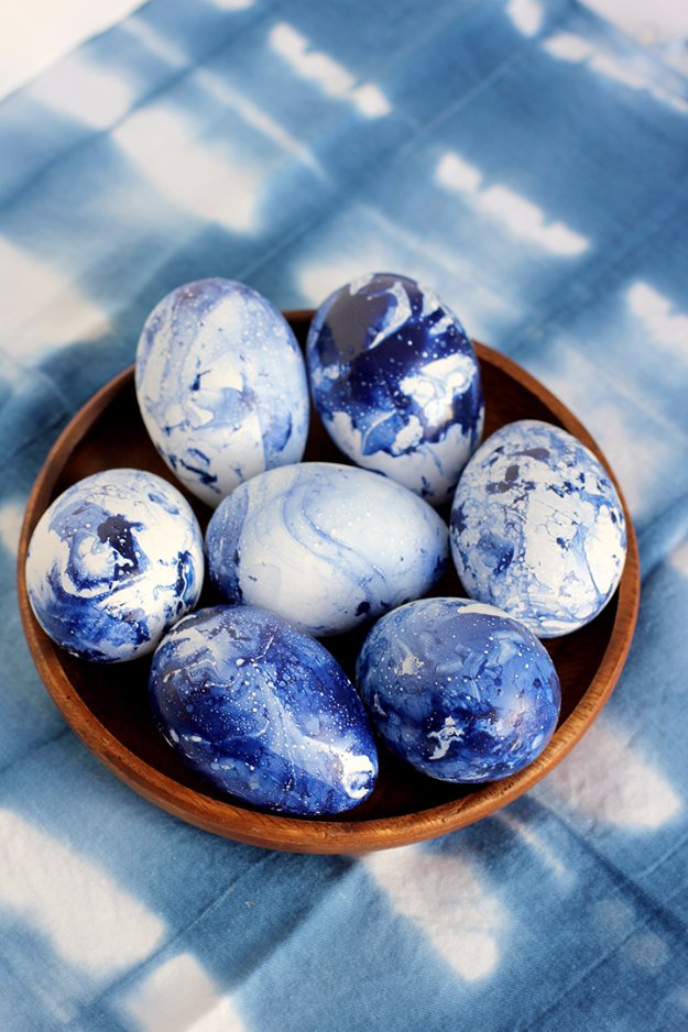 Easter Egg Decorating Ideas - DIY Marbled Indigo Eggs - Creative Egg Dye Tutorials and Tips - DIY Easter Egg Projects for Kids and Adults http://diyjoy.com/easter-egg-decorating-ideas