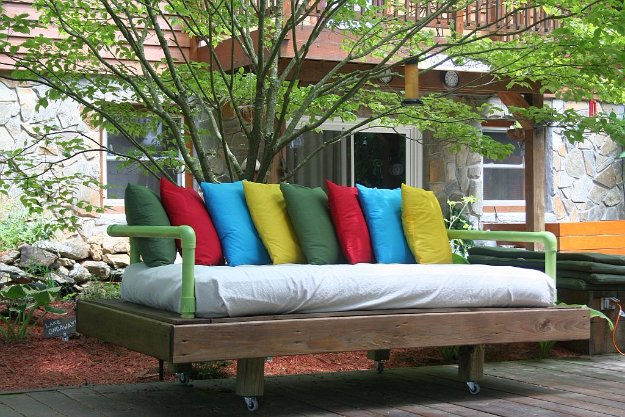 DIY Pallet Furniture Ideas - DIY Pallet Day Bed - Best Do It Yourself Projects Made With Wooden Pallets - Indoor and Outdoor, Bedroom, Living Room, Patio. Coffee Table, Couch, Dining Tables, Shelves, Racks and Benches