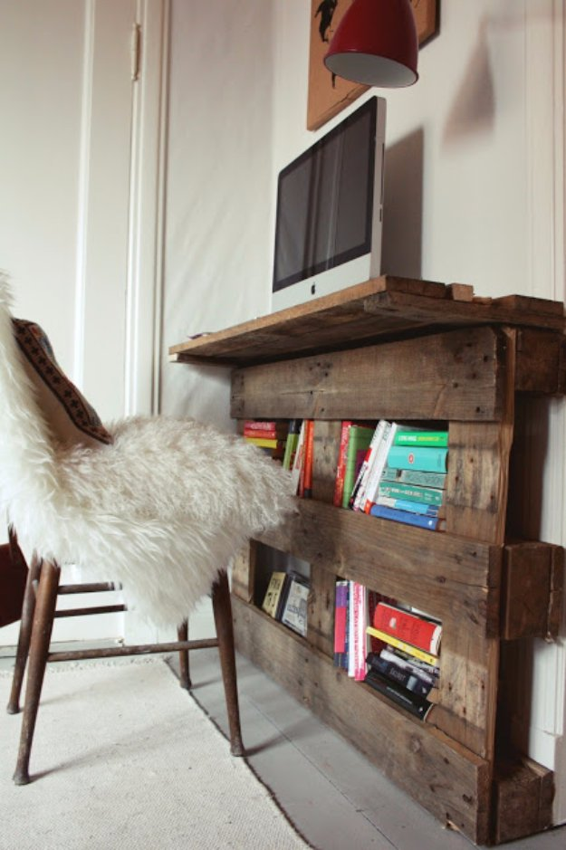 DIY Pallet Furniture Ideas - DIY Pallet Desk - Best Do It Yourself Projects Made With Wooden Pallets - Indoor and Outdoor, Bedroom, Living Room, Patio. Coffee Table, Couch, Dining Tables, Shelves, Racks and Benches