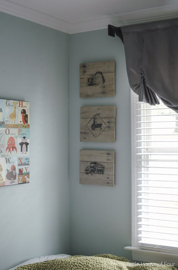 DIY Pallet sign Ideas - DIY Pallet Photo Transfer Art - Upcycled Pallet Art Cool Homemade Wall Art Ideas and Pallet Signs for Bedroom, Living Room, Patio and Porch. Creative Rustic Decor Ideas on A Budget