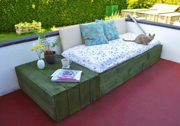 DIY Porch and Patio Ideas - DIY Patio Day Bed - Decor Projects and Furniture Tutorials You Can Build for the Outdoors -Swings, Bench, Cushions, Chairs, Daybeds and Pallet Signs