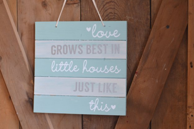 DIY Pallet sign Ideas -DIY Silhouette Pallet Wood Sign - Upcycled Pallet Art Cool Homemade Wall Art Ideas and Pallet Signs for Bedroom, Living Room, Patio and Porch. Creative Rustic Decor Ideas on A Budget