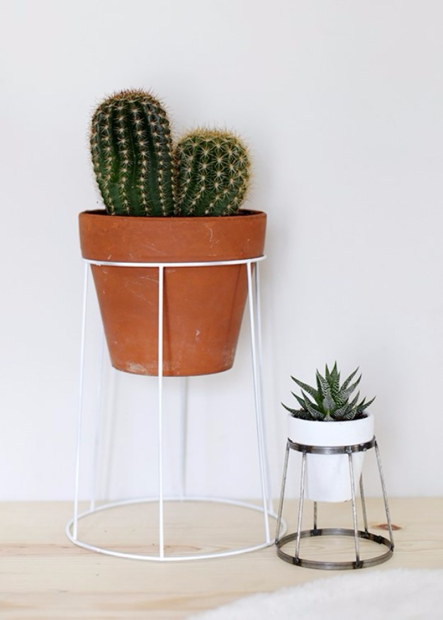Succulents Crafts and DIY Projects - DIY Succulent Plant Stands - How To Make Fun, Beautiful and Cool Succulent Cactus Wedding Favors, Centerpieces, Mason Jar Ideas, Flower Pots and Decor #crafts #succulents #gardening