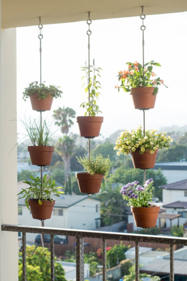 DIY Porch and Patio Ideas - DIY Vertical Garden - Decor Projects and Furniture Tutorials You Can Build for the Outdoors -Swings, Bench, Cushions, Chairs, Daybeds and Pallet Signs