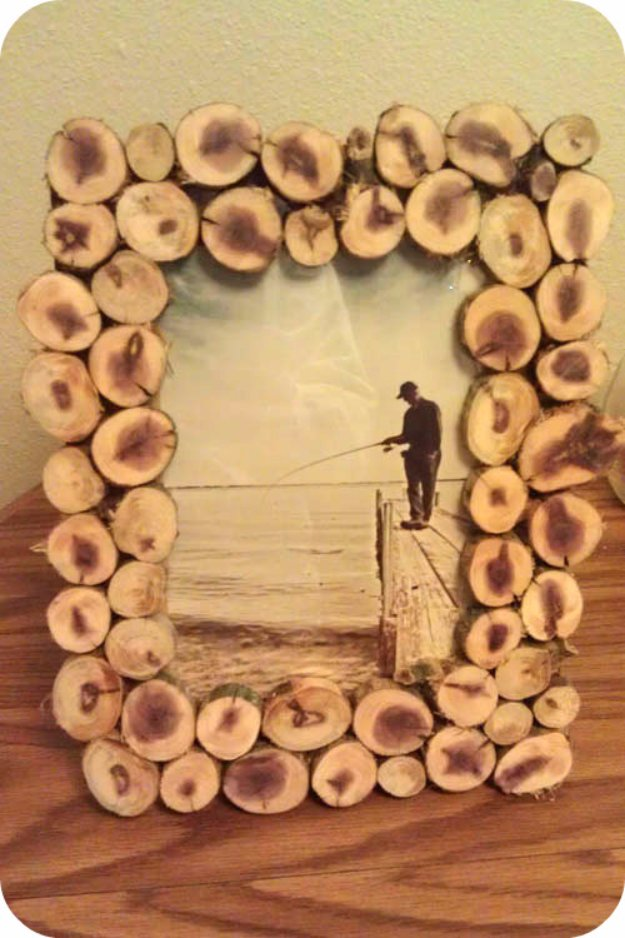 Brilliant DIY Decor Ideas for The Bedroom - DIY Wood Slice Picture Frame - Rustic and Vintage Decorating Projects for Bedroom Furniture, Bedding, Wall Art, Headboards, Rugs, Tables and Accessories. Tutorials and Step By Step Instructions