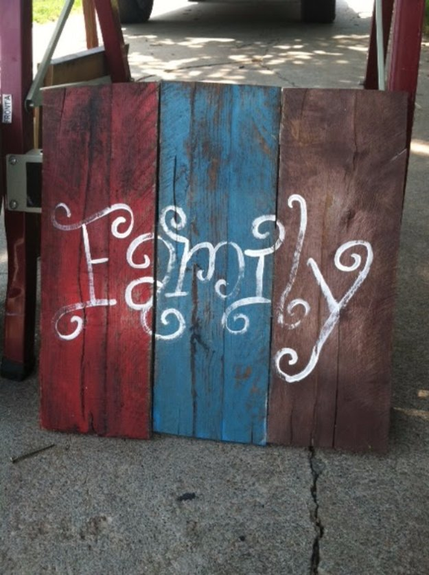Pallet Fence Decor