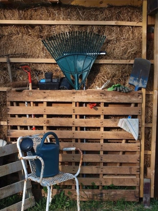 Garden Pallet as Instant Tool Shed