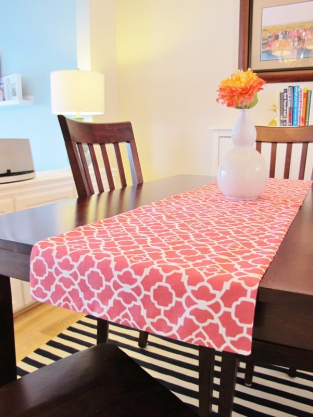 Easy Sewing Projects to Sell - How to Make Reversible Table Runner - DIY Sewing Ideas for Your Craft Business. Make Money with these Simple Gift Ideas, Free Patterns #sewing #crafts