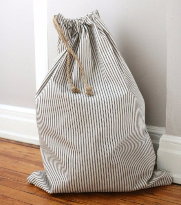 Easy Sewing Projects to Sell - How to Sew a Drawstring Laundry Bag - DIY Sewing Ideas for Your Craft Business. Make Money with these Simple Gift Ideas, Free Patterns #sewing #crafts
