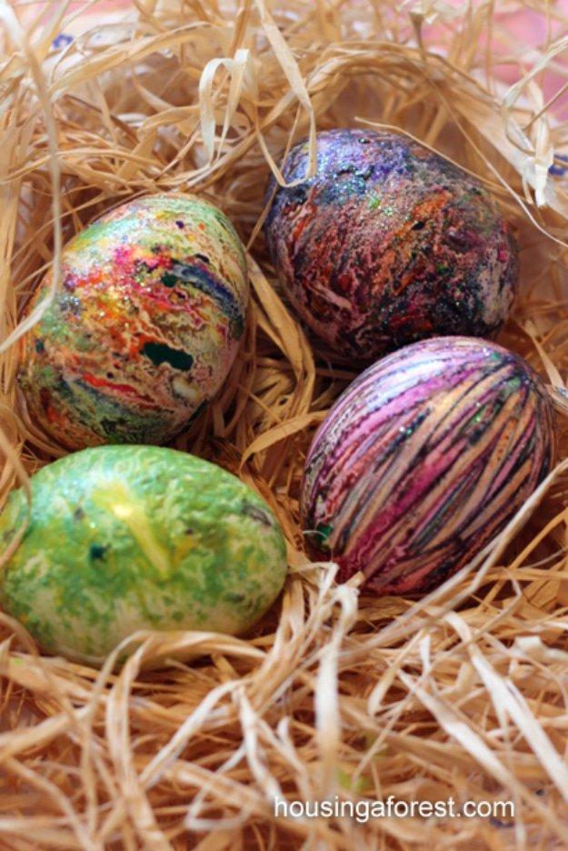 Easter Egg Decorating Ideas - Melted Crayon Easter Eggs - Creative Egg Dye Tutorials and Tips - DIY Easter Egg Projects for Kids and Adults http://diyjoy.com/easter-egg-decorating-ideas