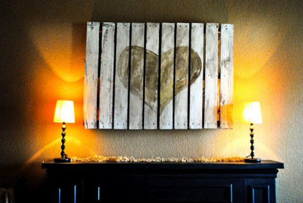 DIY Pallet sign Ideas - Pallet Heart Tutorial- Upcycled Pallet Art Cool Homemade Wall Art Ideas and Pallet Signs for Bedroom, Living Room, Patio and Porch. Creative Rustic Decor Ideas on A Budget