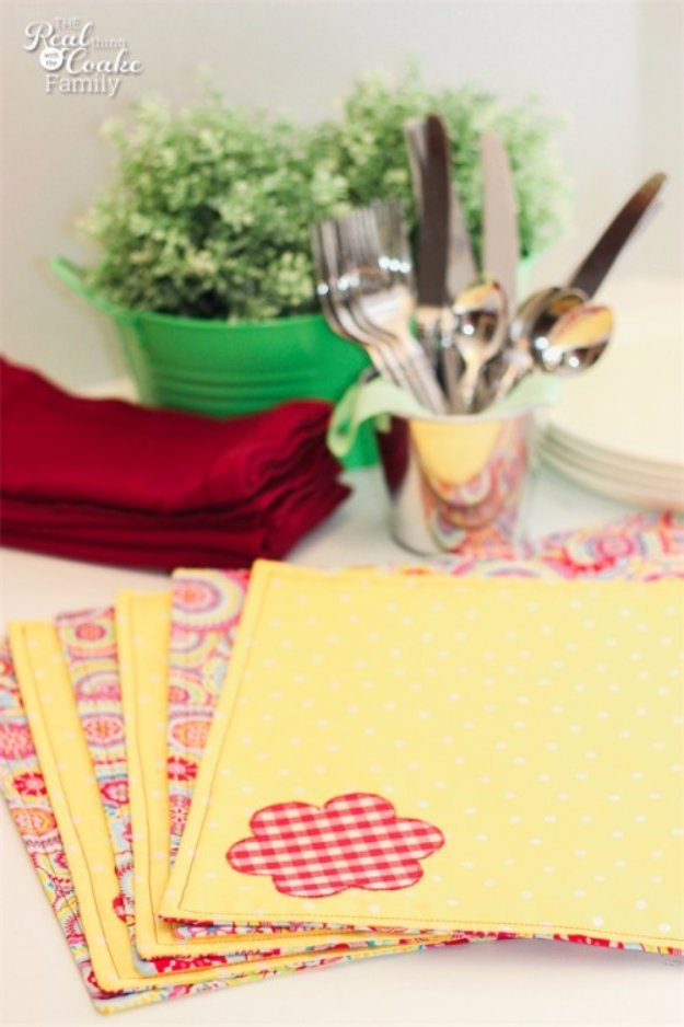 Easy Sewing Projects to Sell - Reversible Place Mats - DIY Sewing Ideas for Your Craft Business. Make Money with these Simple Gift Ideas, Free Patterns, Products from Fabric Scraps, Cute Kids Tutorials http://diyjoy.com/sewing-crafts-to-make-and-sell