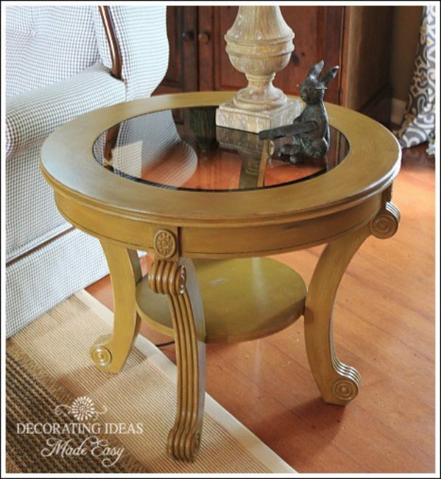 DIY Chalk Paint Furniture Ideas With Step By Step Tutorials - Round Wooden Center Table - How To Make Distressed Furniture for Creative Home Decor Projects on A Budget - Perfect for Vintage Kitchen, Dining Room, Bedroom, Bath #diyideas #diyfurniture