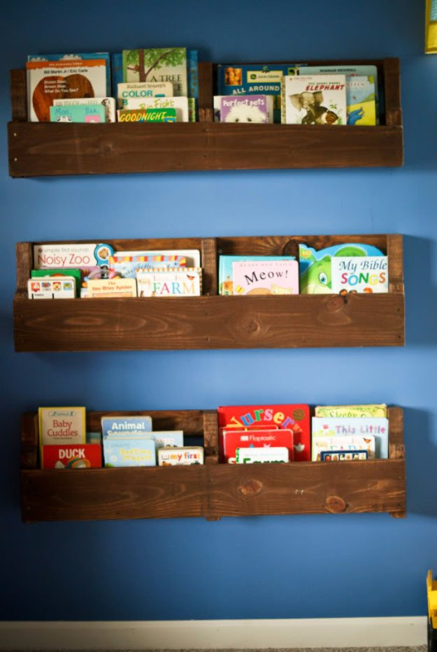 DIY Shelves and Do It Yourself Shelving Ideas - Wood Pallet Bookshelf - Easy Step by Step Shelf Projects for Bedroom, Bathroom, Closet, Wall, Kitchen and Apartment. Floating Units, Rustic Pallet Looks and Simple Storage Plans #diy #diydecor #homeimprovement #shelves