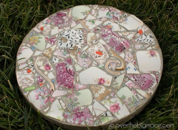 DIY Ideas for Your Garden - Beautiful DIY Garden Stones - Cool Projects for Spring and Summer Gardening - Planters, Rocks, Markers and Handmade Decor for Outdoor Gardens