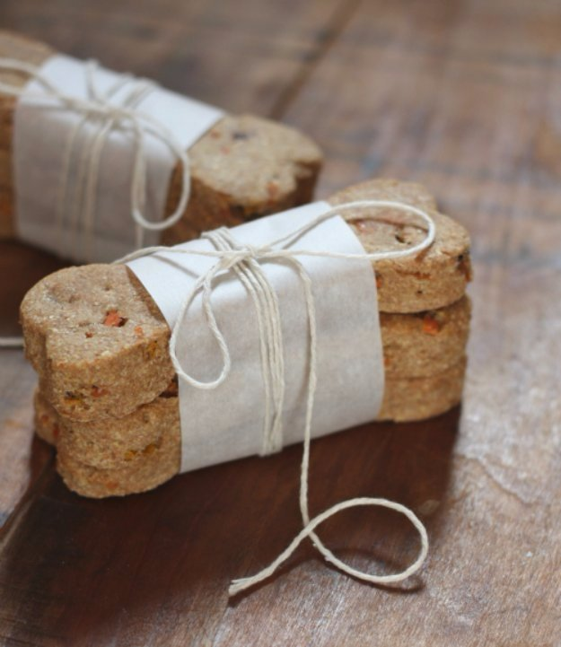 DIY Pet Recipes For Treats and Food - Carrot and Banana Natural Dog Treat - Dogs, Cats and Puppies Will Love These Homemade Products and Healthy Recipe Ideas - Peanut Butter, Gluten Free, Grain Free - How To Make Home made Dog and Cat Food