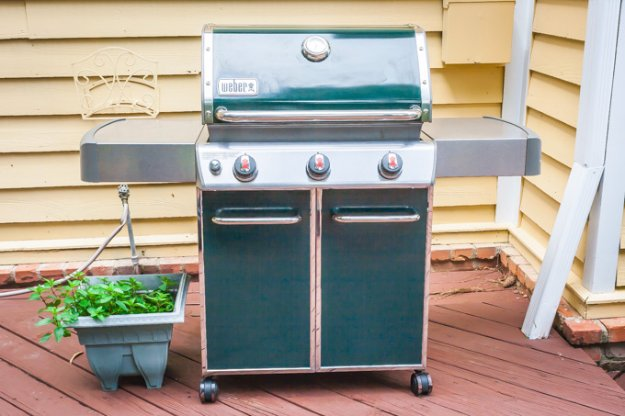 Cleaning Tips and Hacks To Keep Your Home Sparkling. Clean a Gas Grill - Clever Ways to Make DYI Cleaning Easy. Bedroom, Bathroom, Kitchen, Garage, Floors, Countertops, Tub and Shower, Til, Laundry and Clothes