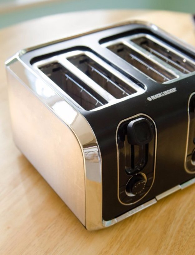 Cleaning Tips and Hacks To Keep Your Home Sparkling. Cleaning the Toaster the Easy Way - Clever Ways to Make DYI Cleaning Easy. Bedroom, Bathroom, Kitchen, Garage, Floors, Countertops, Tub and Shower, Til, Laundry and Clothes