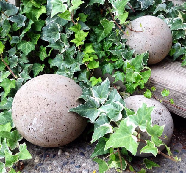 DIY Ideas for Your Garden - DIY Concrete Garden Globes - Cool Projects for Spring and Summer Gardening - Planters, Rocks, Markers and Handmade Decor for Outdoor Gardens