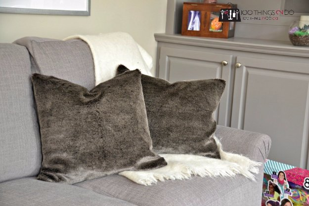 DIY Pillows and Creative Pillow Projects - DIY Faux Fur Pillows - Decorative Cases and Covers, Throw Pillows, Cute and Easy Tutorials for Making Crafty Home Decor - Sewing Tutorials and No Sew Ideas