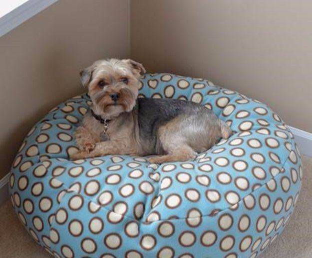 DIY Dog Beds - DIY Fleece Dog Bed - Projects and Ideas for Large, Medium and Small Dogs. Cute and Easy No Sew Crafts for Your Pets. Pallet, Crate, PVC and End Table Dog Bed Tutorials #pets #diypet #dogs #diyideas