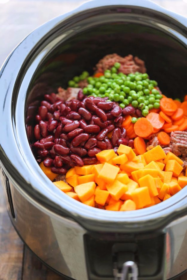 DIY Pet Recipes For Treats and Food - Easy Crockpot Dog Food - Dogs, Cats and Puppies Will Love These Homemade Products and Healthy Recipe Ideas - Peanut Butter, Gluten Free, Grain Free - How To Make Home made Dog and Cat Food