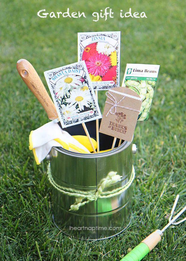 Creative DIY Mothers Day Gifts Ideas - Mother's Day Gardening Gift - Thoughtful Homemade Gifts for Mom. Handmade Ideas from Daughter, Son, Kids, Teens or Baby - Unique, Easy, Cheap Do It Yourself Crafts To Make for Mothers Day, complete with tutorials and instructions #mothersday
