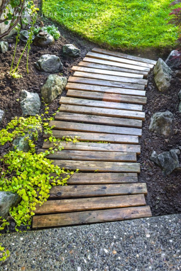 DIY Ideas for Your Garden - Pallet Wood Garden Walkway - Cool Projects for Spring and Summer Gardening - Planters, Rocks, Markers and Handmade Decor for Outdoor Gardens