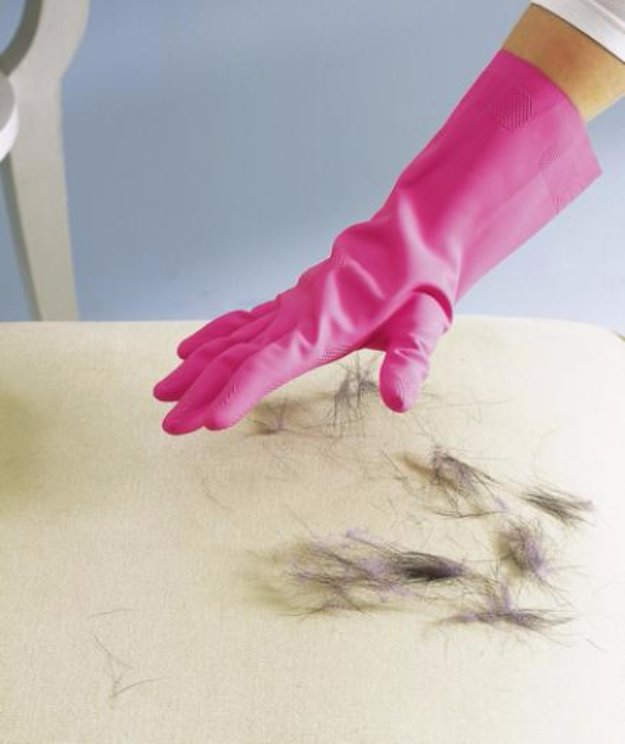 Cleaning Tips and Hacks To Keep Your Home Sparkling. Rubber Gloves to Remove Pet Hair - Clever Ways to Make DYI Cleaning Easy. Bedroom, Bathroom, Kitchen, Garage, Floors, Countertops, Tub and Shower, Til, Laundry and Clothes