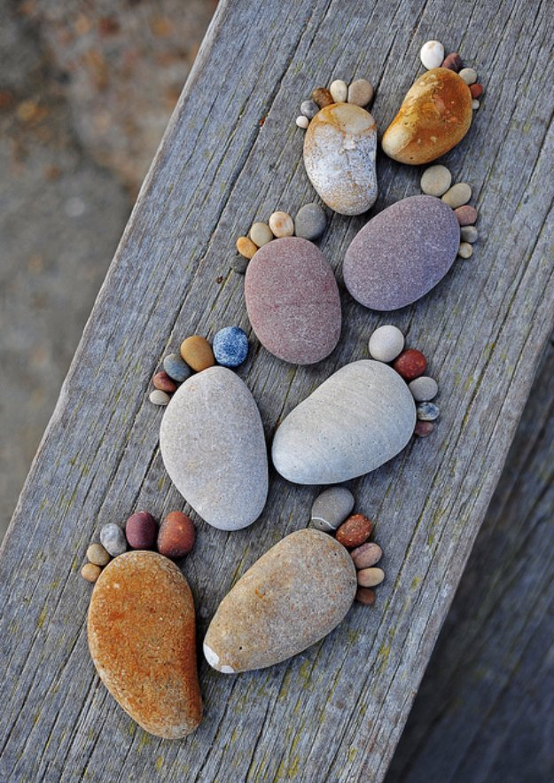 Pebble and Stone Crafts - Stone Footprints - DIY Ideas Using Rocks, Stones and Pebble Art - Mosaics, Craft Projects, Home Decor, Furniture and DIY Gifts You Can Make On A Budget http://diyjoy.com/diy-pebble-stone-crafts