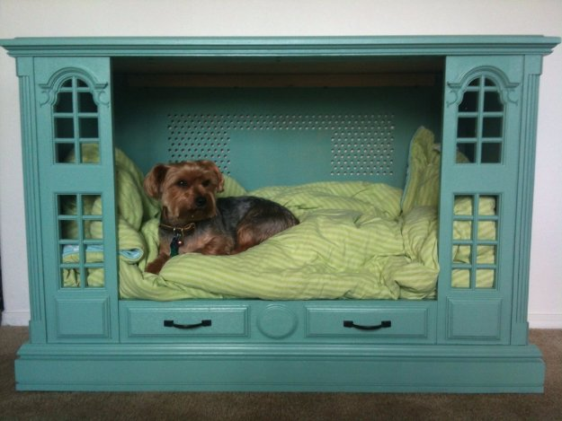 DIY Dog Beds - Upcycled Console to Dog Bed - Projects and Ideas for Large, Medium and Small Dogs. Cute and Easy No Sew Crafts for Your Pets. Pallet, Crate, PVC and End Table Dog Bed Tutorials #pets #diypet #dogs #diyideas