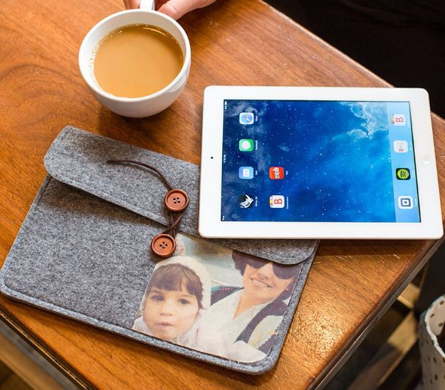 Creative DIY Mothers Day Gifts Ideas - iPad Case - Thoughtful Homemade Gifts for Mom. Handmade Ideas from Daughter, Son, Kids, Teens or Baby - Unique, Easy, Cheap Do It Yourself Crafts To Make for Mothers Day, complete with tutorials and instructions http://diyjoy.com/diy-mothers-day-gift-ideas