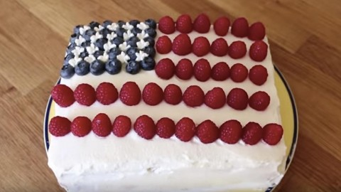 Delicious 4th Of July Dream Cake That Cools You Off & Is A Hit At The Celebration! | DIY Joy Projects and Crafts Ideas