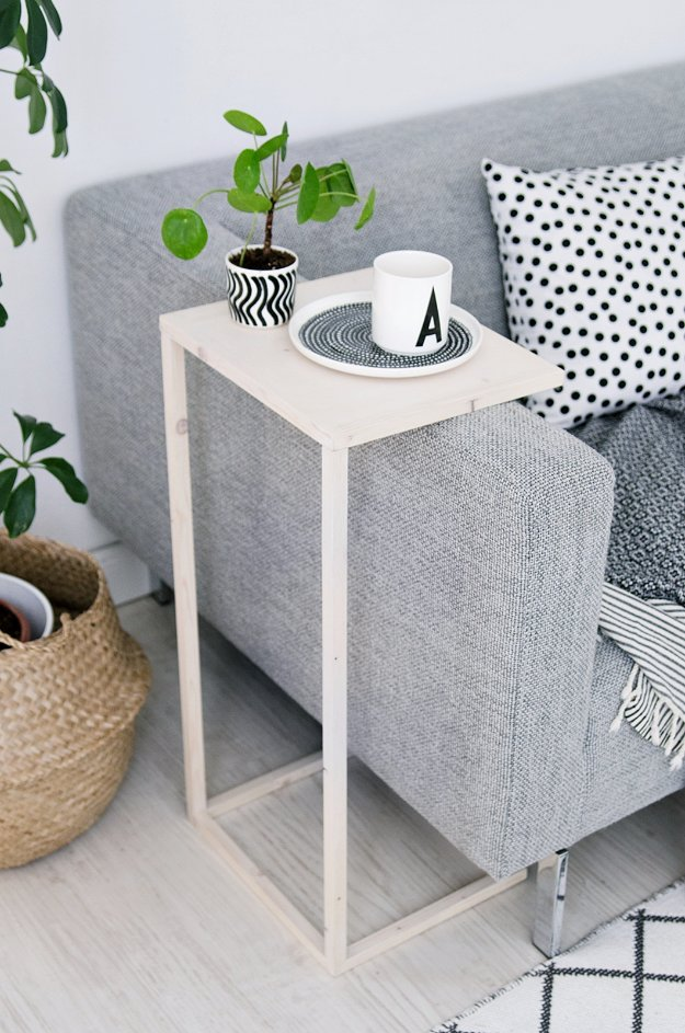DIY End Tables with Step by Step Tutorials - Adjustable Side Table - Cheap and Easy End Table Projects and Plans - Wood, Storage, Pallet, Crate, Modern and Rustic. Bedroom and Living Room Decor Ideas #endtables #diydecor #diy