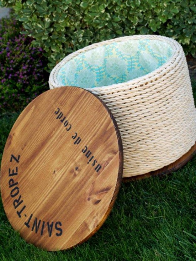 DIY End Tables with Step by Step Tutorials - Ballard Knockoff Spool Accent Table - Cheap and Easy End Table Projects and Plans - Wood, Storage, Pallet, Crate, Modern and Rustic. Bedroom and Living Room Decor Ideas #endtables #diydecor #diy