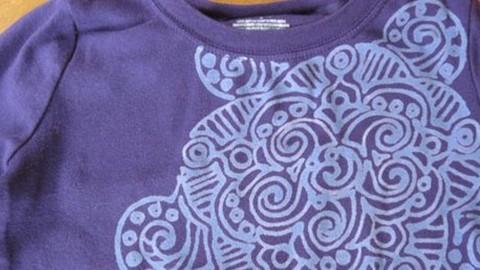 Stunning T-Shirt Design Using a Bleach Pen! | DIY Joy Projects and Crafts Ideas