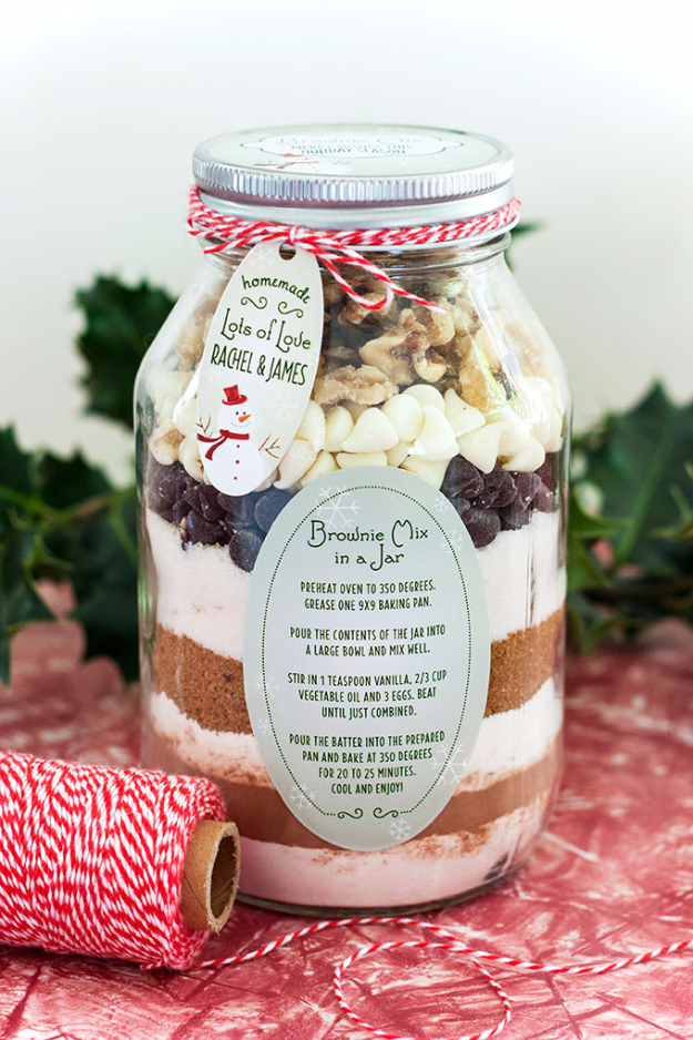Best Recipes in A Jar - Brownie Mix In A Jar - DIY Mason Jar Gifts, Cookie Recipes and Desserts, Canning Ideas, Overnight Oatmeal, How To Make Mason Jar Salad, Healthy Recipes and Printable Labels