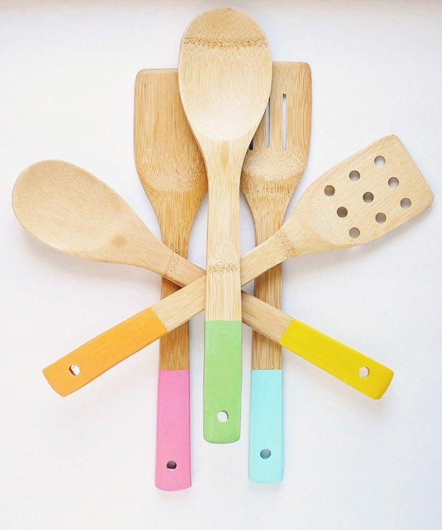 DIY Kitchen Decor Ideas - Color Dipped Wood Kitchen Utensils - Creative Furniture Projects, Accessories, Countertop Ideas, Wall Art, Storage, Utensils, Towels and Rustic Furnishings #diyideas #kitchenideass