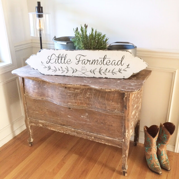 Vintage Style DIY Farmhouse Style Decor Ideas - Custom Vintage Farmhouse Style Sign - Rustic Ideas for Furniture, Paint Colors, Farm House Decoration for Living Room, Kitchen and Bedroom #diy