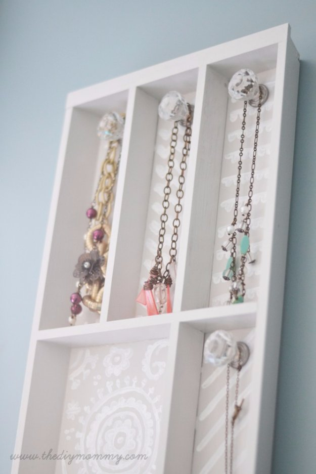 DIY Renters Decor Ideas - Cutlery Tray Jewelry Holder DIY - Cool DIY Projects for Those Renting Aparments, Condos or Dorm Rooms - Easy Temporary Wall Art, Contact Paper, Washi Tape and Shelves to Make at Home  #diyhomedecor #diyideas