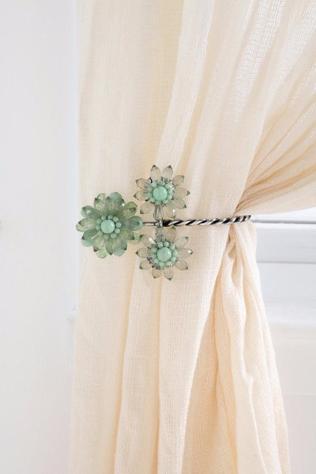 DIY Renters Decor Ideas - DIY Charming Curtain Tie Backs - Cool DIY Projects for Those Renting Aparments, Condos or Dorm Rooms - Easy Temporary Wall Art, Contact Paper, Washi Tape and Shelves to Make at Home #diyhomedecor #diyideas