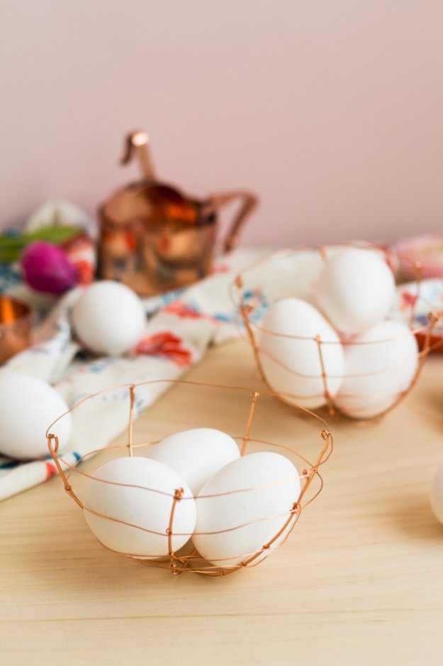 DIY Kitchen Decor Ideas - DIY Copper Wire Egg Baskets - Creative Furniture Projects, Accessories, Countertop Ideas, Wall Art, Storage, Utensils, Towels and Rustic Furnishings #diyideas #kitchenideass