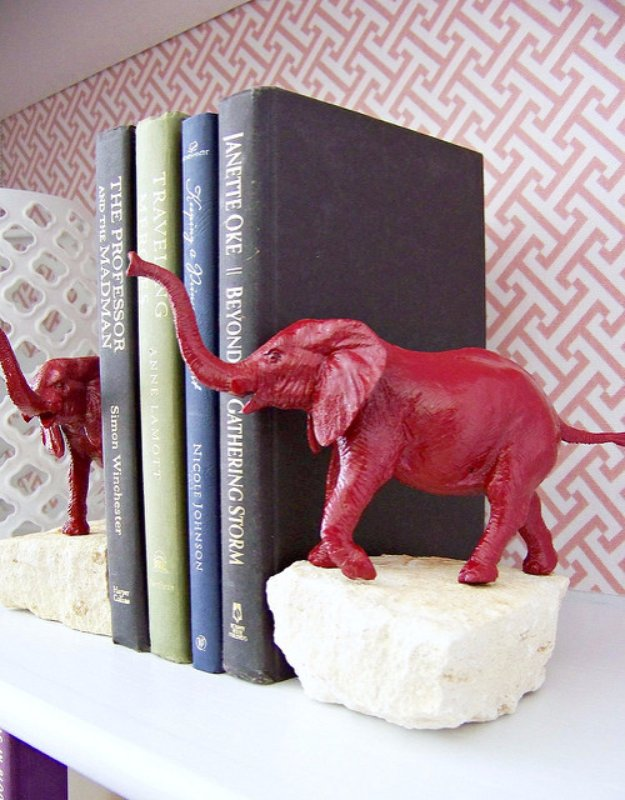 DIY Renters Decor Ideas - DIY animal Bookends - Cool DIY Projects for Those Renting Aparments, Condos or Dorm Rooms - Easy Temporary Wall Art, Contact Paper, Washi Tape and Shelves to Make at Home #diyhomedecor #diyideas